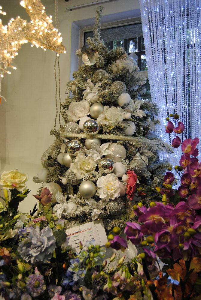 Immagini Di Alberi Di Natale Addobbati.Cerrato Carta Albero Di Natale Addobbato